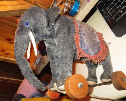 Steiff Elefant auf Rädern - Vorkriegszeit