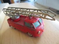 Tekno VW Bus Feuerwehr mit Leiter
